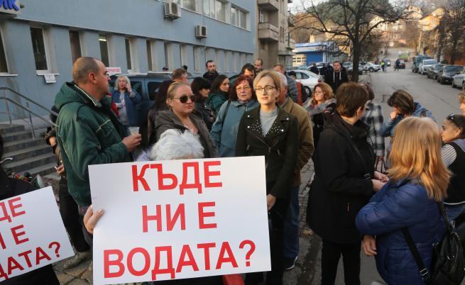 Перник на протест, Аврамова отговаря за водната криза