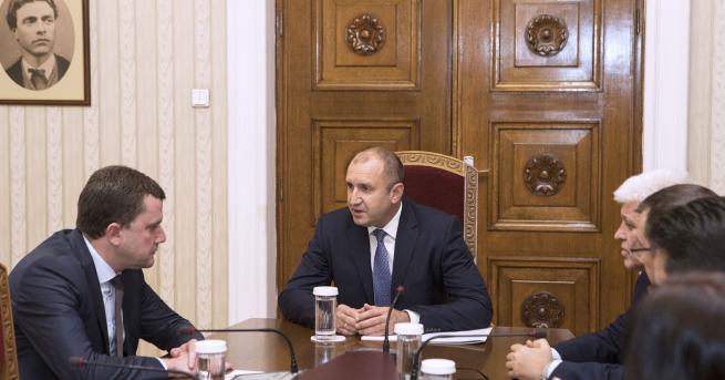 България Президентът иска бързо решаване на водната криза в Перник