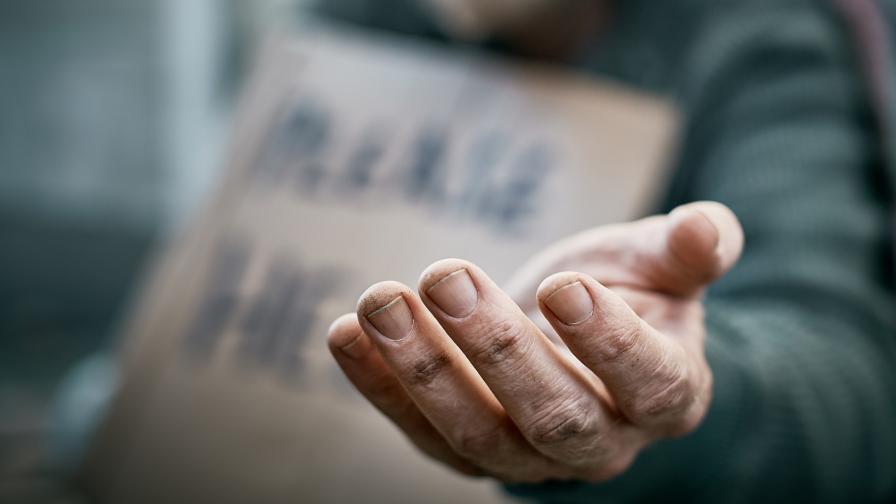 <p>60-годишен мъж &ndash; отвлечен и изведен в чужбина, за да проси</p>
