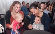 Майките или бащите - кой се грижи за децата в България