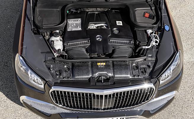 Въпреки индексът 600, Mercedes-Maybach GLS не е оборудван с V12 двигател. Той разчита на 4,0-литров битурбоV8 мотор, 48-волтова хибридна система EQ Boost и система за изключване на половината цилиндри при малко натоварване. Мощността на двигателя възлиза на 558 к.с. и 730 Нм въртящ, но при ускорение EQ Boost дава още 22 к.с. и 250 Нм за кратко време.