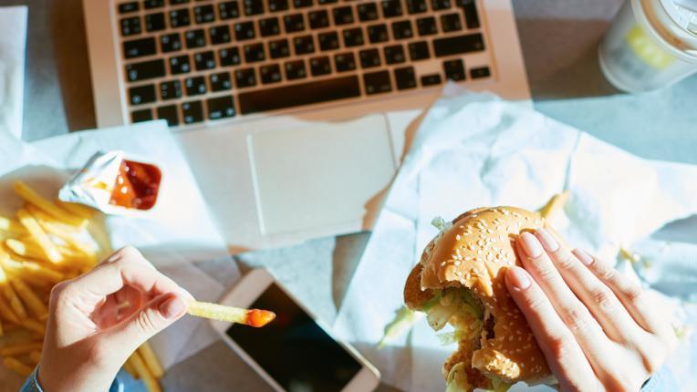 5 храни и напитки, които НЕ ТРЯБВА да консумирате по време на настинка
