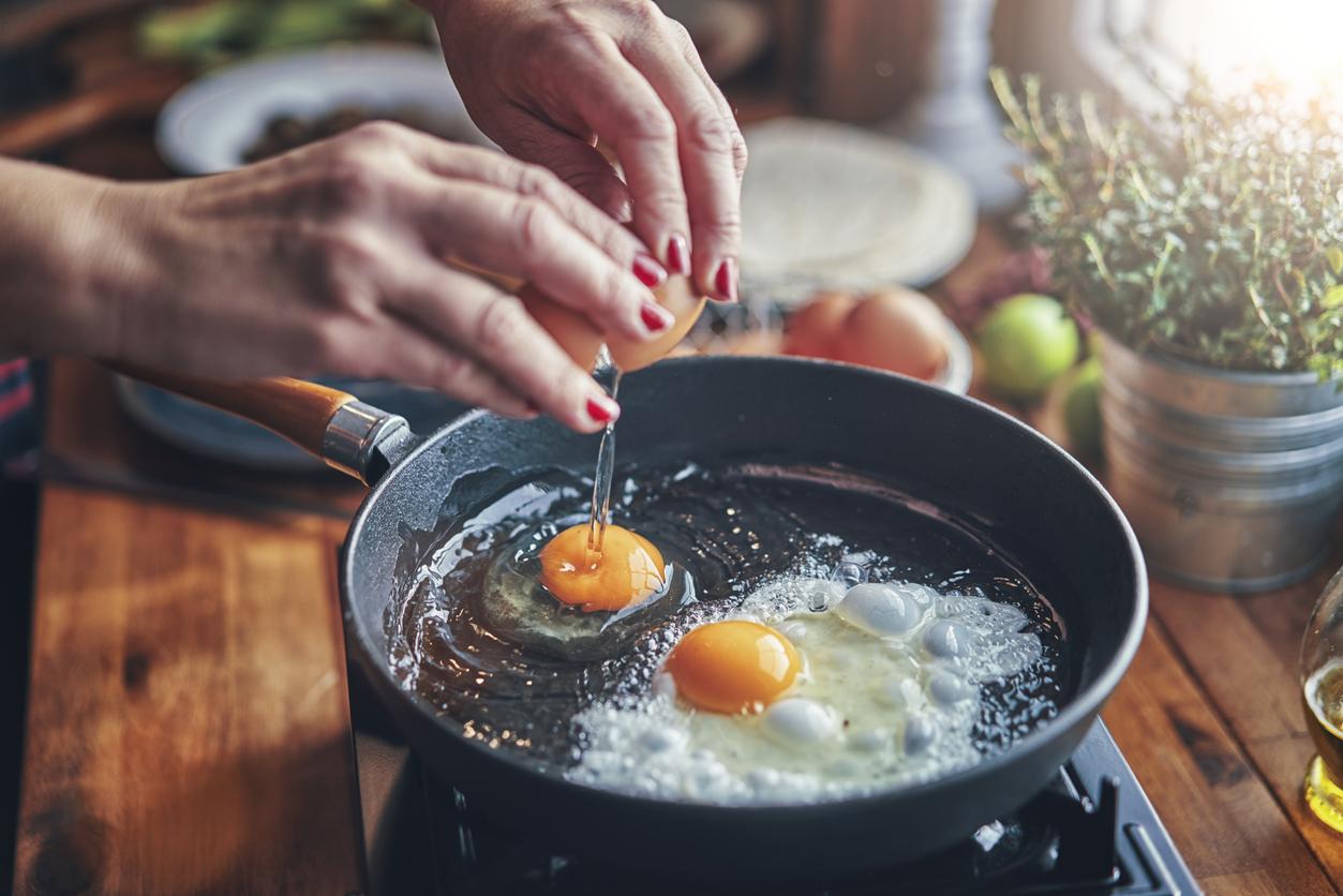 <p><strong>Яйца </strong></p>  <p>Те са отличен източник на лутеин и зеаксантин, които могат да намалят риска от загуба на зрението, свързана с възрастта. Яйцата също са добри източници на витамини С, Е и цинк.</p>
