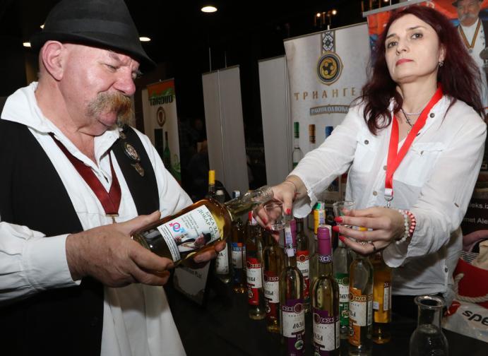 ракия фест спиртни напитки коняк узо ципуро