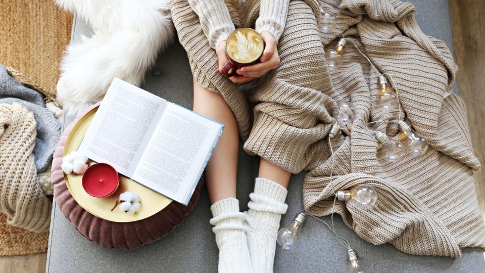 жена книга зима уют