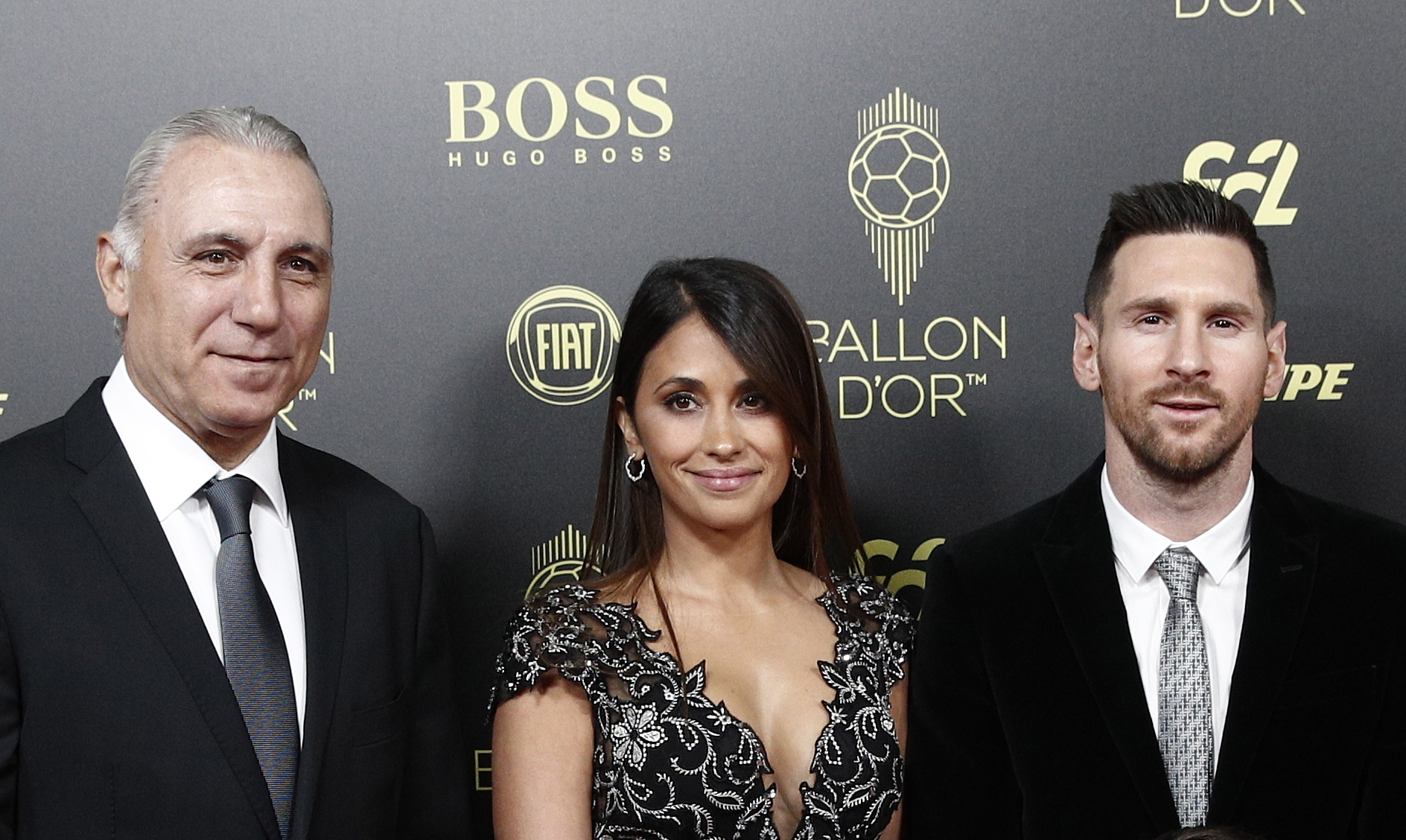 Аржентинецът изпревари в анкетата на Франс Футбол футболиста на Ливърпул Върджил ван Дайк и Кристиано Роналдо от Ювентус, а на четвърта и пета позиция се наредиха играчите на Ливърпул Садио Мане и Мохамед Салах.
