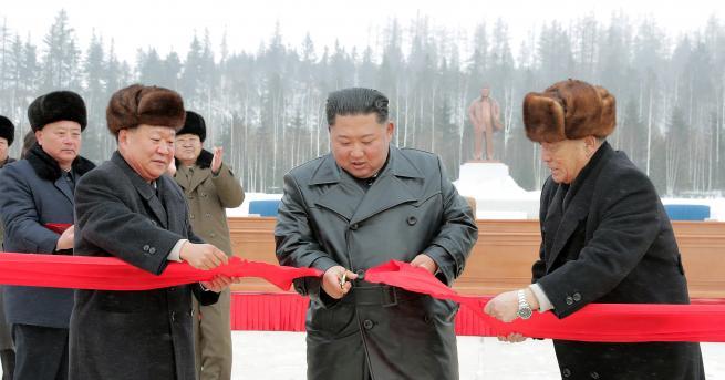 """Свят Ким Чен-ун откри нов град – """"въплъщение на модерната"""