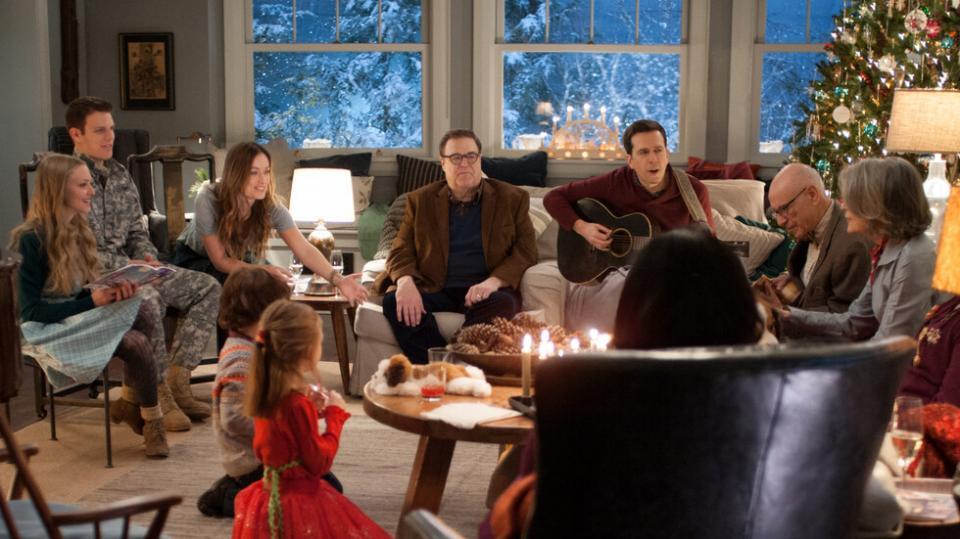 <p><strong>Тиха нощ, луда нощ</strong> -&nbsp;Шарлот Купър (Даян Кийтън) и Сам Купър (Джон Гудман) събират цялото семейство за Коледа. Всяко едно от децата им води различен начин на живот и общата им среща сякаш се обръща с краката нагоре, но всичко това напомня на семейството важните неща и истинския дух на празника.</p>  <p>&bdquo;Тиха нощ, луда нощ&ldquo;: 7 декември, събота, 14.45 ч. по NOVA</p>