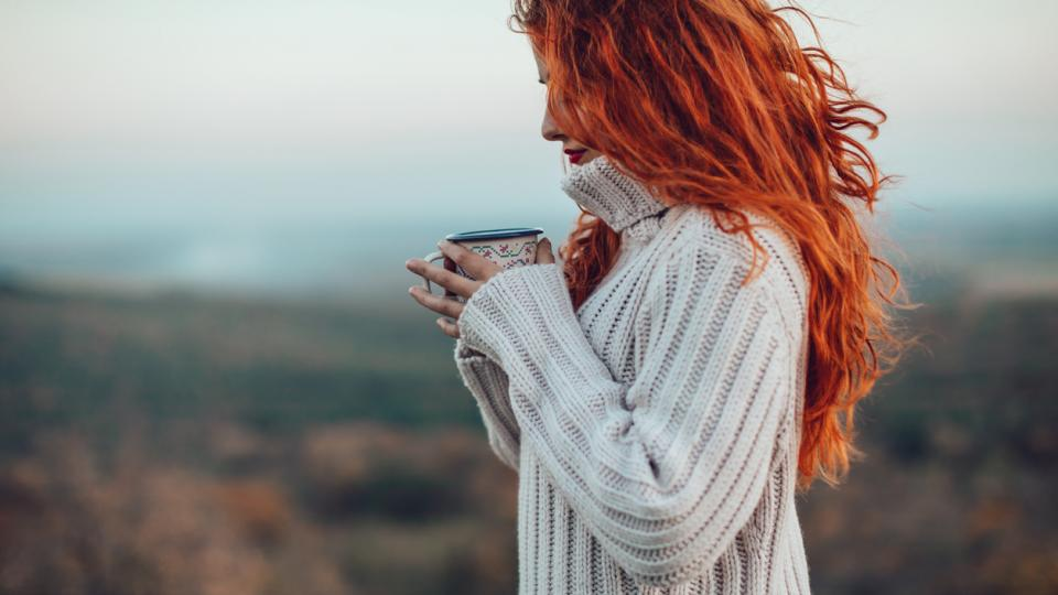 жена зима пуловер коледа