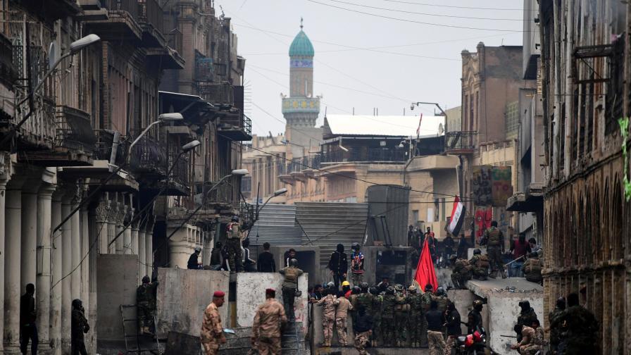 Стотици убити и оставка на премиера – протестите в Ирак продължават