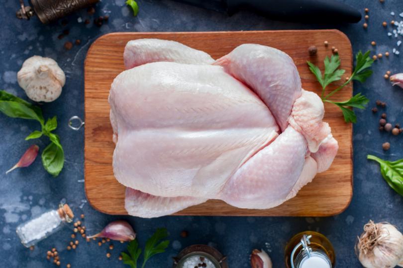<p><strong>Постно месо</strong></p>  <p>Постните меса са чудесен&nbsp;източник на аминокиселини и протеини, без да прекалявате с приема на мазнини. Пуешкото и пилешкото месо&nbsp;съдържат изключително много аминокиселини&nbsp;и сравнително малко наситени мазнини в сравнение с червените меса.</p>