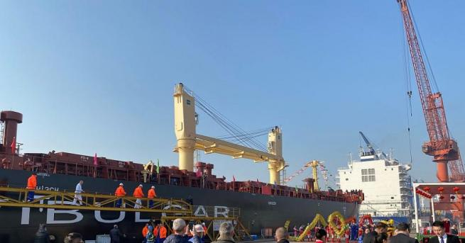 България БМФ с нов 45 500-тонен моторен кораб Той носи