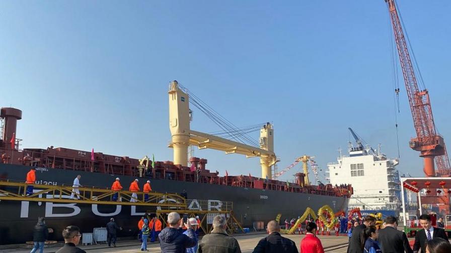 БМФ с нов 45 500-тонен моторен кораб