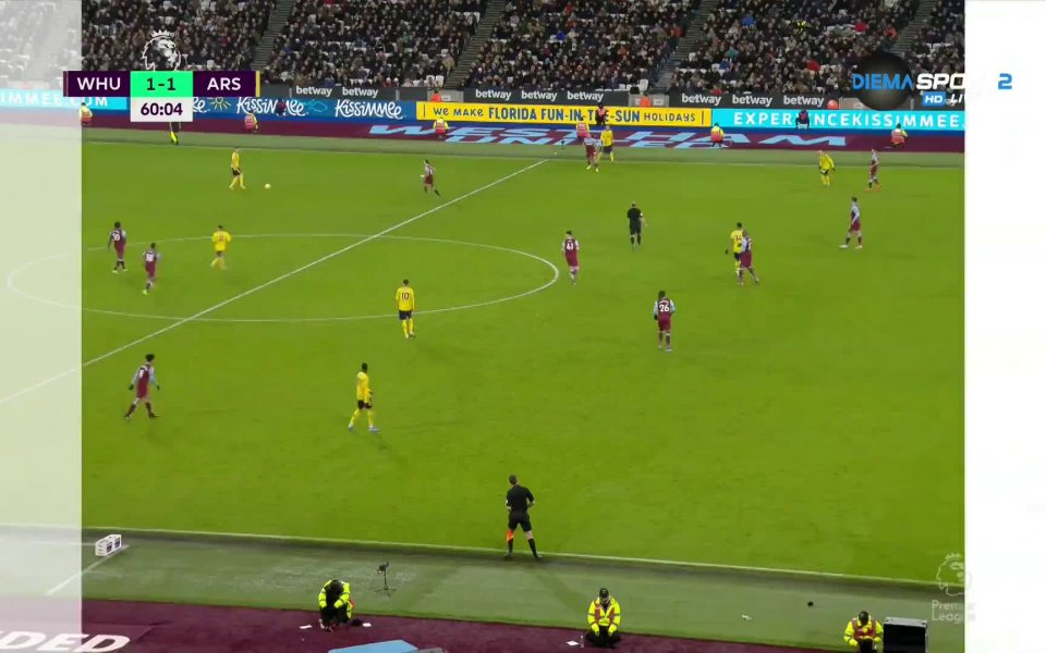 В 60-ата минута Арсенал изравни, след като Колашинац центрира от