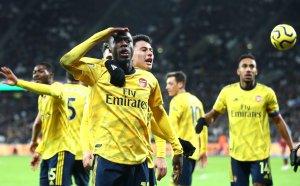 Арсенал спря двумесечното пропадане за 9 минути