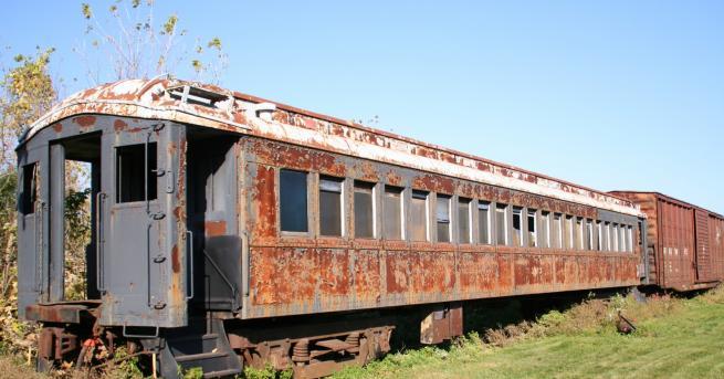 За дома Жена трансформира стари вагони в уникален дом След