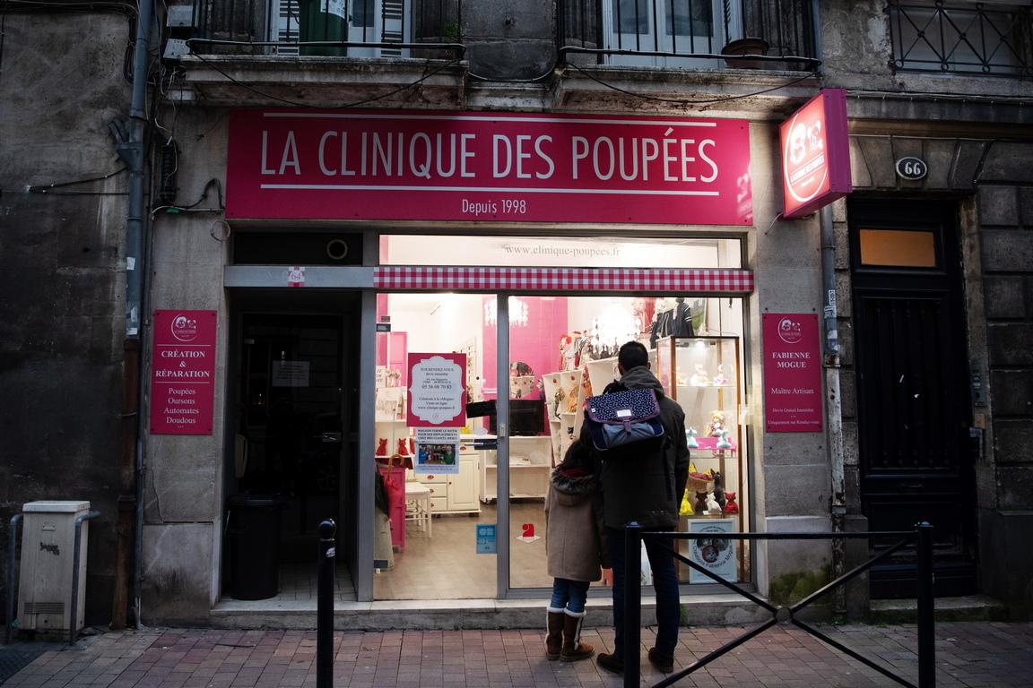 <p>&nbsp;</p>  <p>Клиниката за кукли и мечета в Бордо, Франция</p>