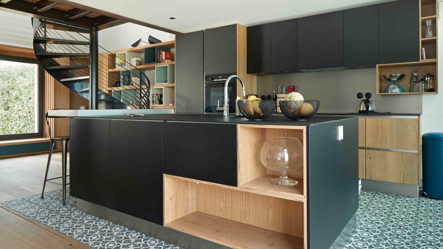 Български дизайнери преобразиха къща във...