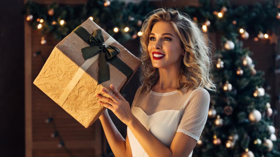 жена коледа подарък зима