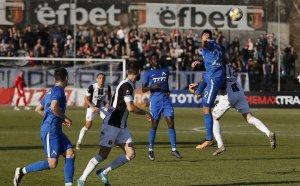 Локо Пд и Левски се занулиха след много битка и малко футбол