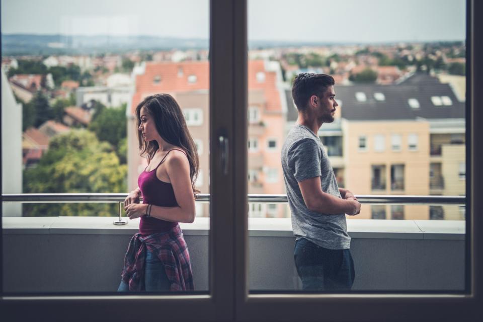 двойка любов връзка тъга скандал