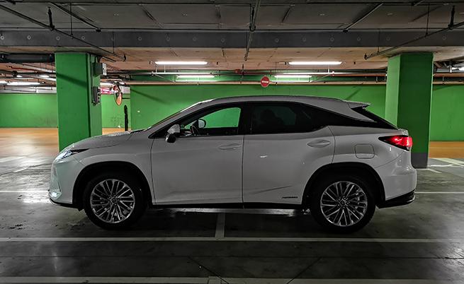 След тестовете в аеродинамичния тунел за оптимизиране на аеродинамиката, инженерите решават да монтират алуминиеви преден капак и врата на багажника, за да олекотят автомобила и да го направят по-директен в завоите. Самото шаси е събрано с повече лазерни заварки, а резултатът на което е постигнато по-кораво шаси и по-малко вибрации.