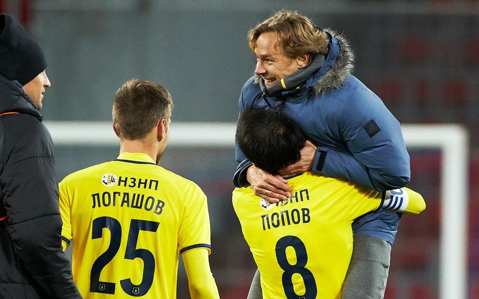 Ивелин Попов упражни чувството си за хумор върху треньора си