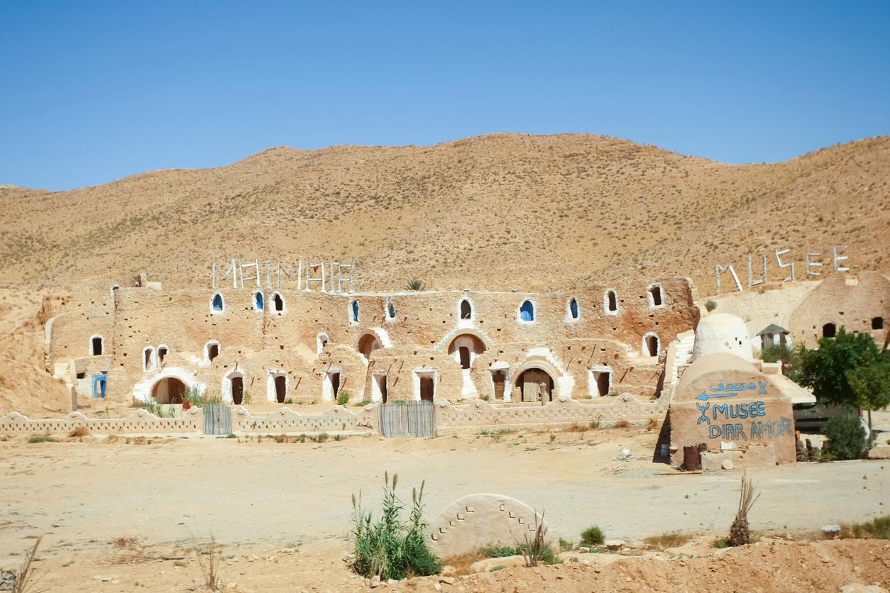 <p><strong>Hotel Sidi Driss - Тунис</strong></p>  <p>Това е домът на Люк в &quot;Нова Надежда&quot; и една от най-известните локации от поредицата. Джордж Лукас използва хотела за заснемане на първия филм &bdquo;Междузвездни войни&ldquo; и до днес това е популярна туристическа дестинация.&nbsp;</p>