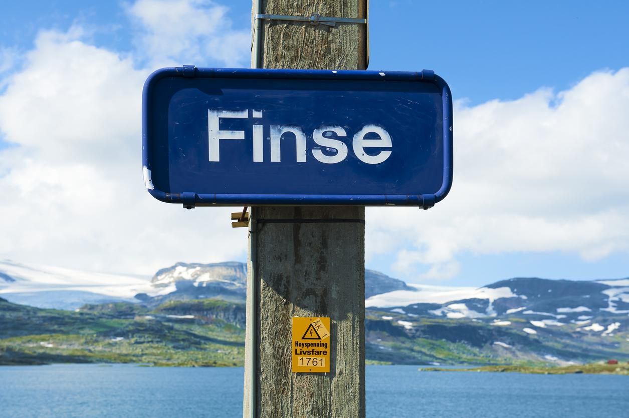<p><strong>Финсе - Норвегия</strong></p>  <p>Ледената планета Хот от &quot;Империята отвръща на удара&quot; всъщност е едно малко норвежко селце - Финсе.</p>