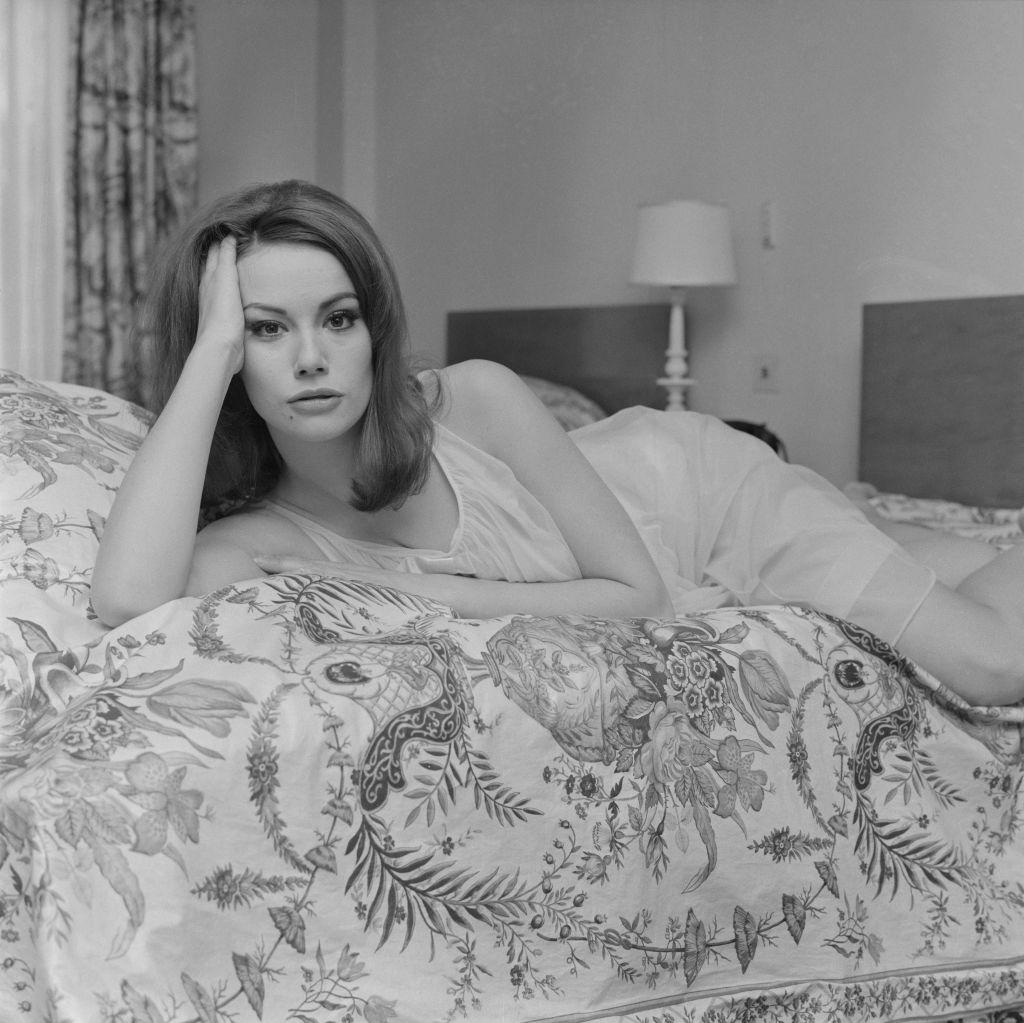 <p><strong>Клодин Оже</strong></p>  <p>Първото френско момиче на Джеймс Бонд - Клодин Оже, почина на 78-годишна възраст през декември 2019 г.</p>