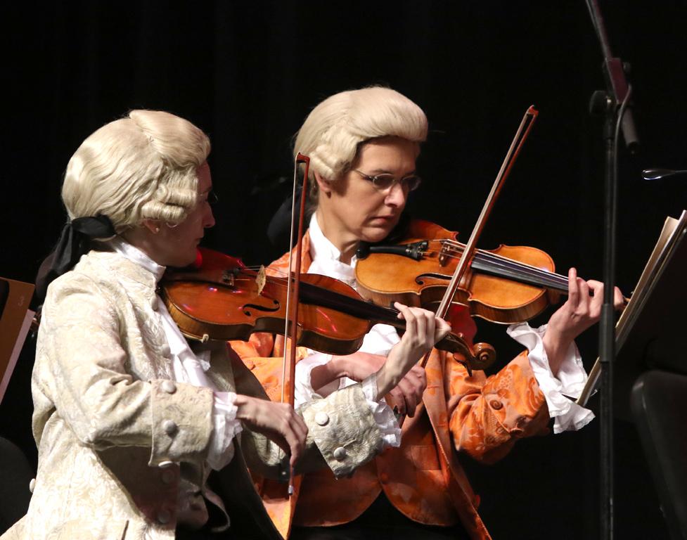 <p>Един от най-известните класически оркестри в света, зарадва българската публика на 22 декември в зала 1 на НДК, с коледен концерт с разнообразни произведения на Волфганг Амадеус Моцарт</p>