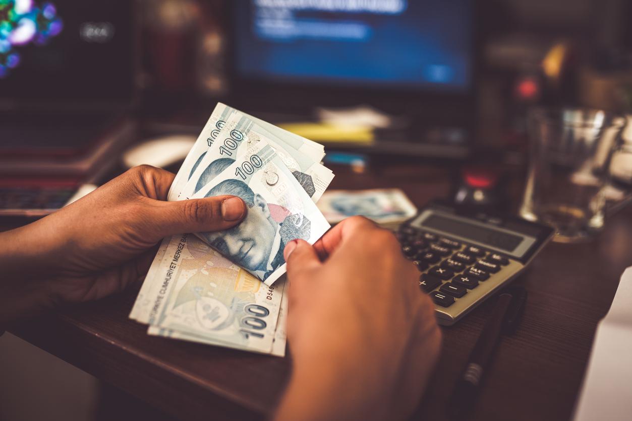 <p><strong>Водолей</strong></p>  <p>Като знак, който обича да угажда на себе си и на околните, обикновено ви е трудно да управлявате финансите си, но през 2020 г. ще се научите, че трябва да сте по-организирани, защото печелите тези пари с много труд.</p>