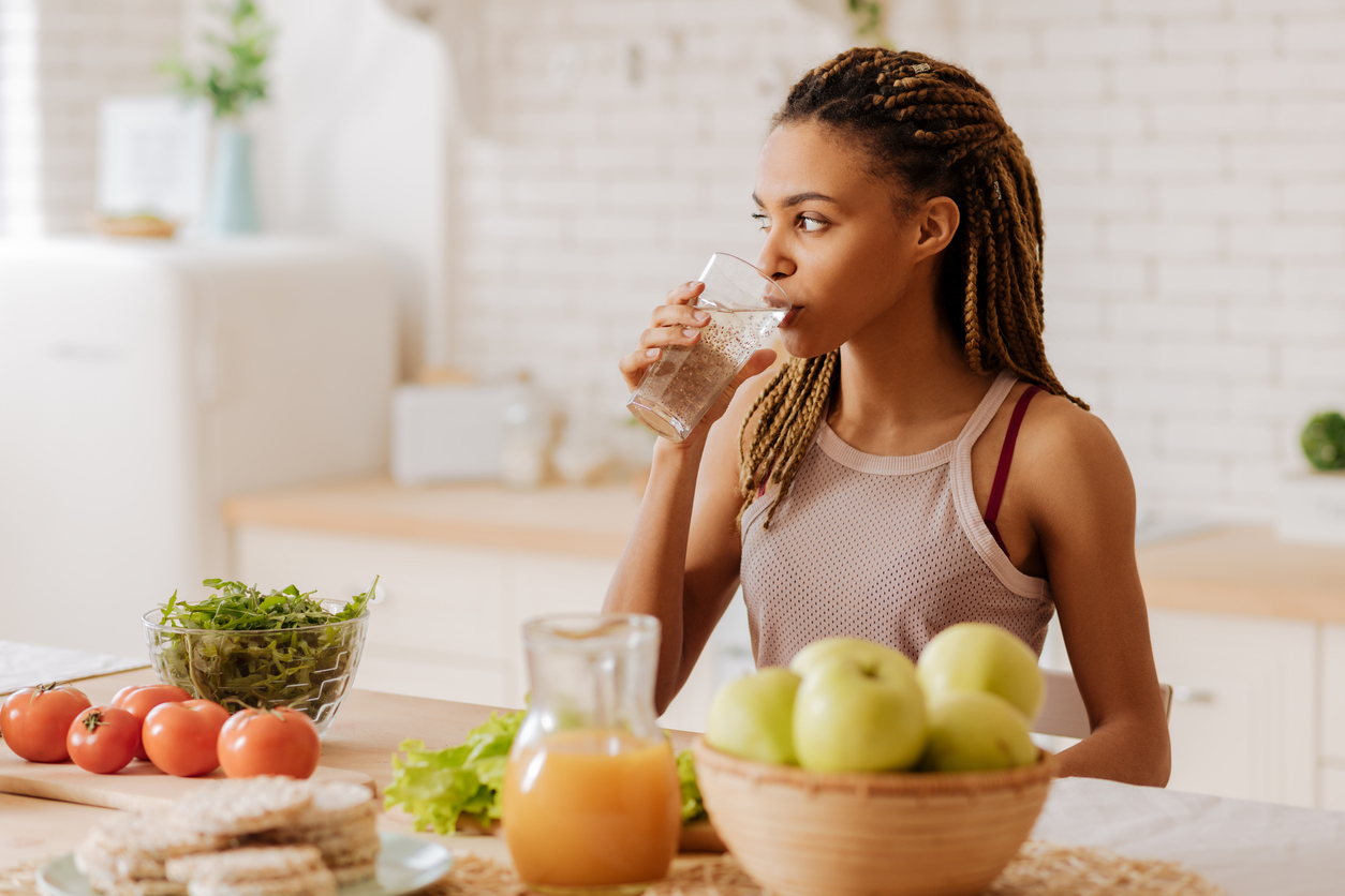 <p><strong>Вода</strong></p>  <p>Когато почувствате глад, опитайте да изпиете една чаша вода преди да посегнете към храната. Странно, но факт &ndash; често объркваме усещането за глад с жажда.</p>