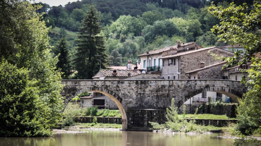 <p>Къща в Италия за <strong>1 евро</strong></p>