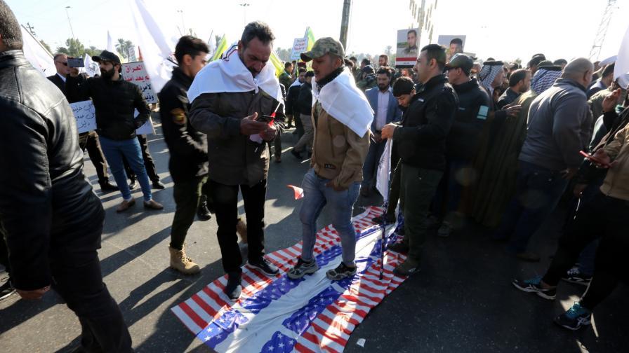 <p>След щурма на американското посолство в Ирак САЩ е на кръстопът</p>