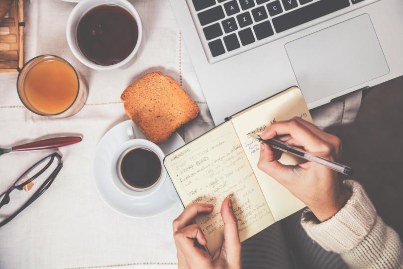 """<p><strong>Овен</strong></p>  <p>Още с настъпването на новата работна седмица избягвайте да предприемате ходове, които биха могли да изложат на сериозен риск както стабилността ви на работното място, така и вас самите в материален план. Колкото по-адекватно реагирате на това, което се случва около вас, толкова по-добри резултати ще постигнете.</p>  <p><strong><em>Какво още очаква представителите на зодиакалния знак Овен през тази седмица,&nbsp;<u><a href=""""http://www.edna.bg/horoskopi/oven/sedmichen#horoscopeBlock"""" target=""""_blank"""">прочетете ТУК.</a></u></em></strong></p>"""