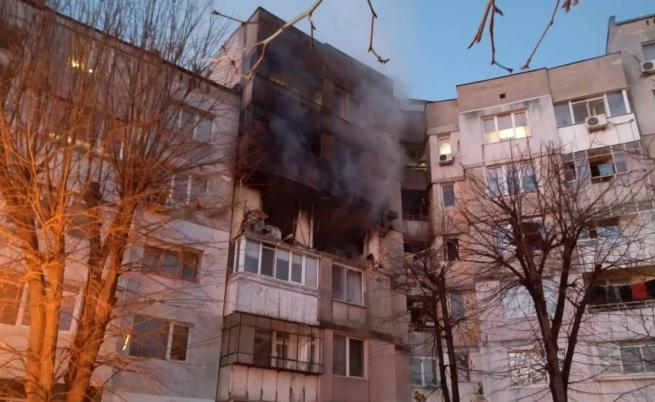 Две жертви след огромен взрив в блок във Варна