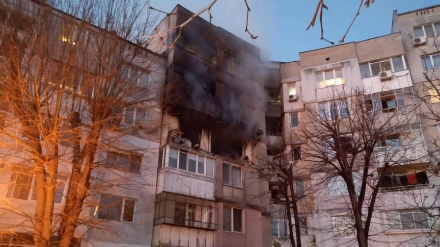 <p>Две жертви след огромен взрив в блок във Варна</p>