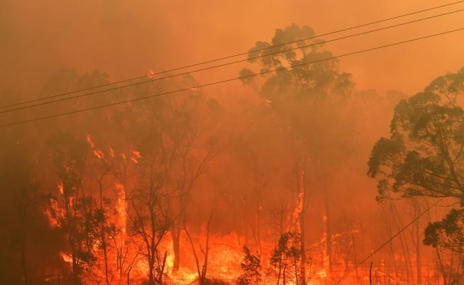 Пожарите в Австралия се завръщат, евакуираха части от столицата