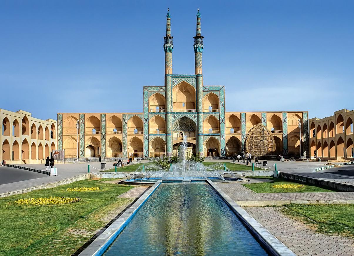 <p><strong>Старият град Язд</strong></p>  <p>Това е един от най-древните градове на света, намиращ се в централната част на Иран, в един оазис между две пустини. Той е известен с древните паметници на зороастрийската религия и големия брой вятърни кули.&nbsp;</p>