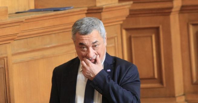 България Симеонов пак се захвана с хазарта, предлага да има