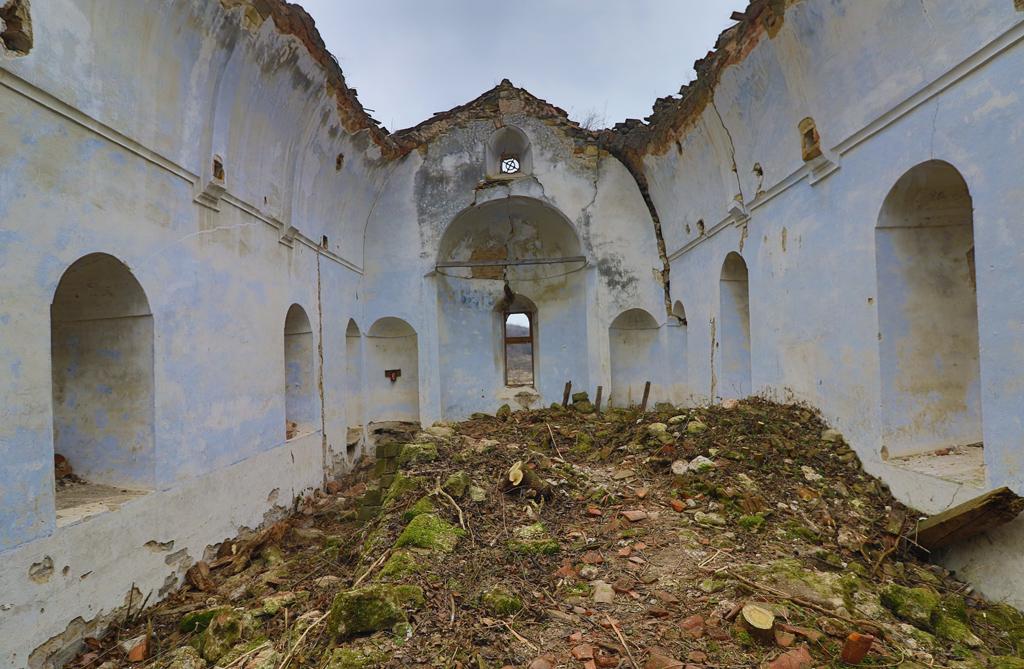 <p>Храмът &quot;Свето Възнесение Господне&quot; е построен преди близо век. През 1967 г. обаче е взето решение да се прави язовир на мястото.</p>