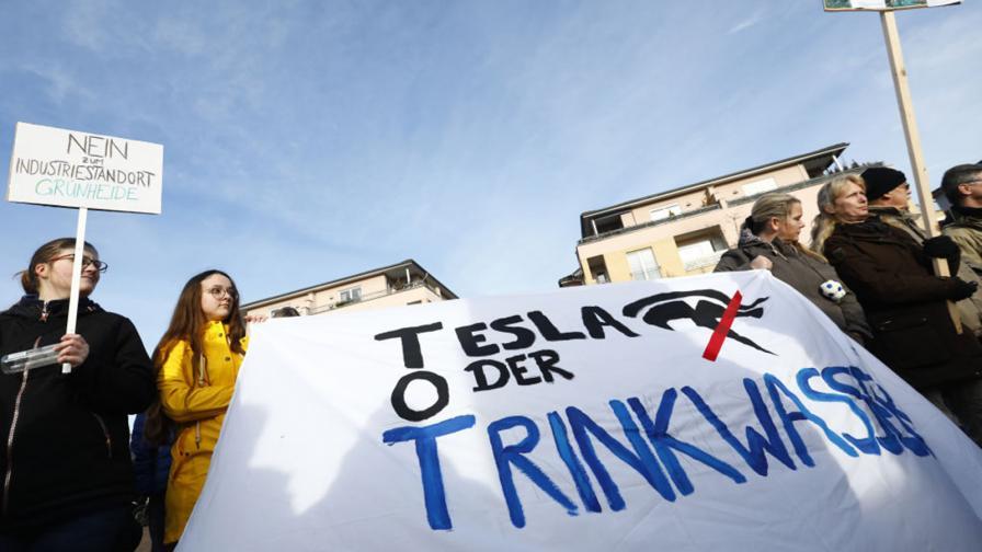 <p>&bdquo;Зелени&ldquo; протестираха срещу завода на Tesla край Берлин</p>