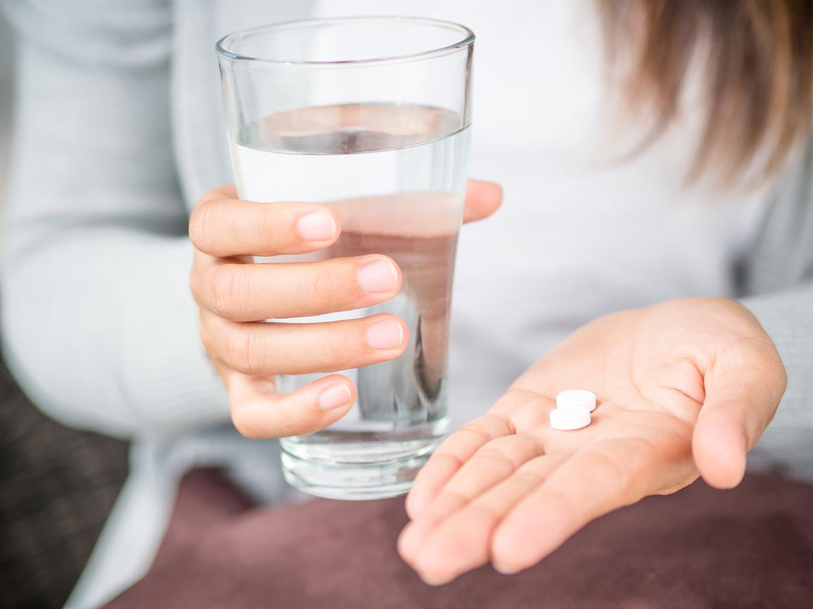 <p><strong>7. Приемайте лекарствата си</strong> - Ако имате някакво заболяване, свързано със сърцето, вашият лекар може да ви предпише лекарства, с които да контролирате холестерола, кръвната захар или кръвното налягане. Приемайте лекарствата, както са ви изписани. Но не приемайте аспирин като превантивна мярка, освен ако вашият лекар не ви каже. Ако не сте имали инфаркт или инсулт, да взимате аспирин всеки ден, може да не ви помогне изобщо и да причини проблеми, включително риск от кървене. Ако сте прекарали инфаркт или инсулт, вашият лекар може да препоръча да вземете малка доза аспирин, за да намалите риска от появата на друг.</p>