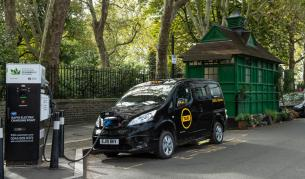 Една от емблемите на Лондон вече не е това, което беше. Част от черните таксита вече са електрически ванове.