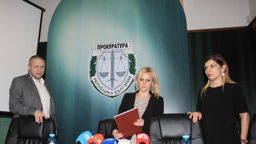 На снимката: Сийка Милева, Невена Зартова и Георги Хаджиев