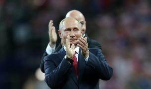 "Путин пее ""Blueberry Hill, световни звезди танцуват"