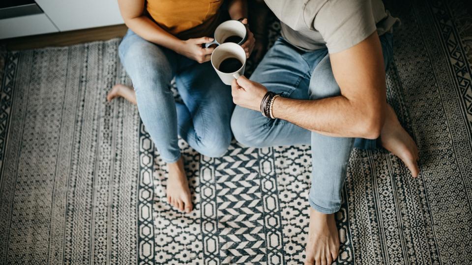 двойка любов връзка кафе сутрин