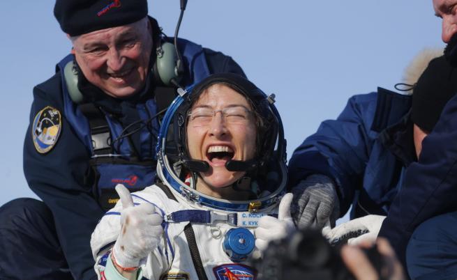 След 328 дни в Космоса тя се върна на Земята