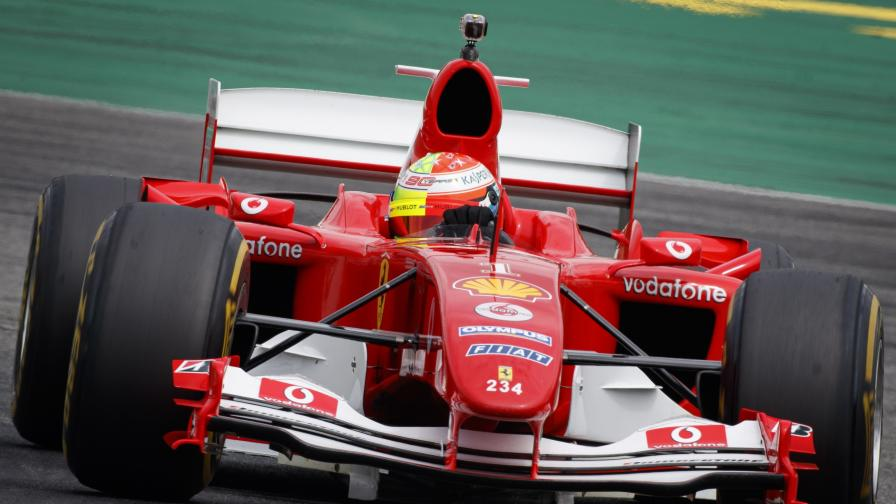 Продават първото Ferrari на Шумахер